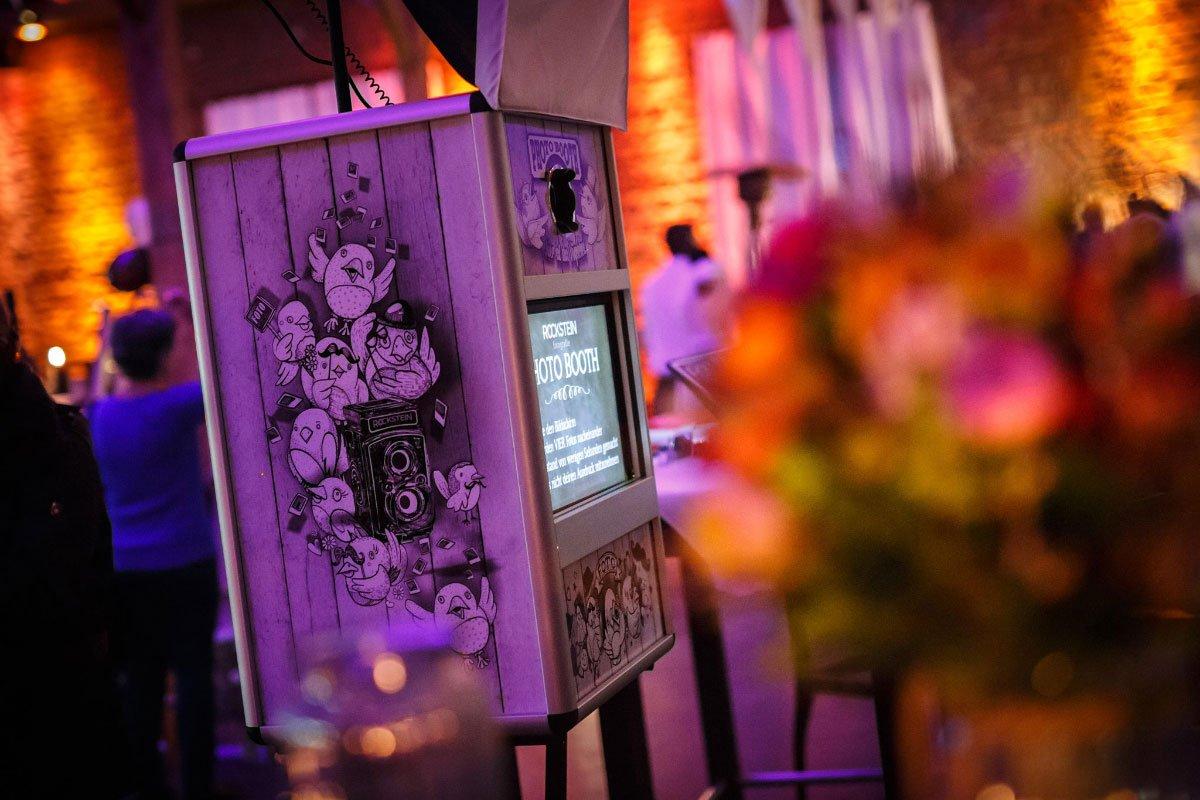Premium Photobooth für eure Hochzeit in NRW mit individuell gestalteten und personalisierten Ausdruck