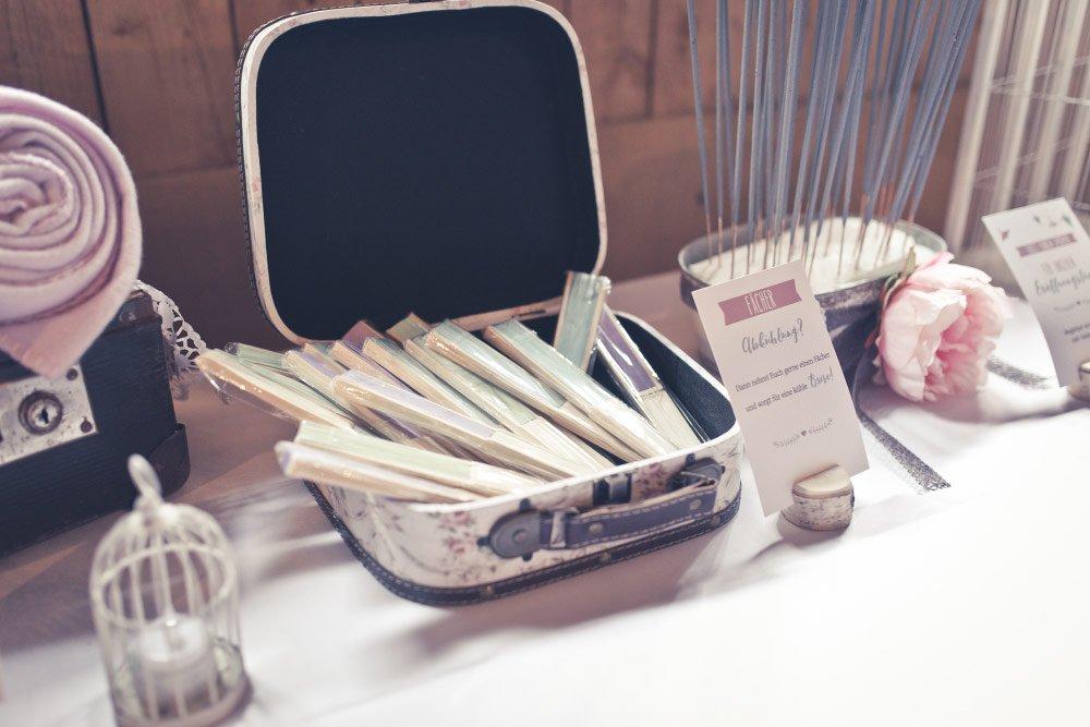 Fächer für Gäste bei der Hochzeit – Vintage in Pastelltönen: Die Hochzeit von Jennifer & Philipp
