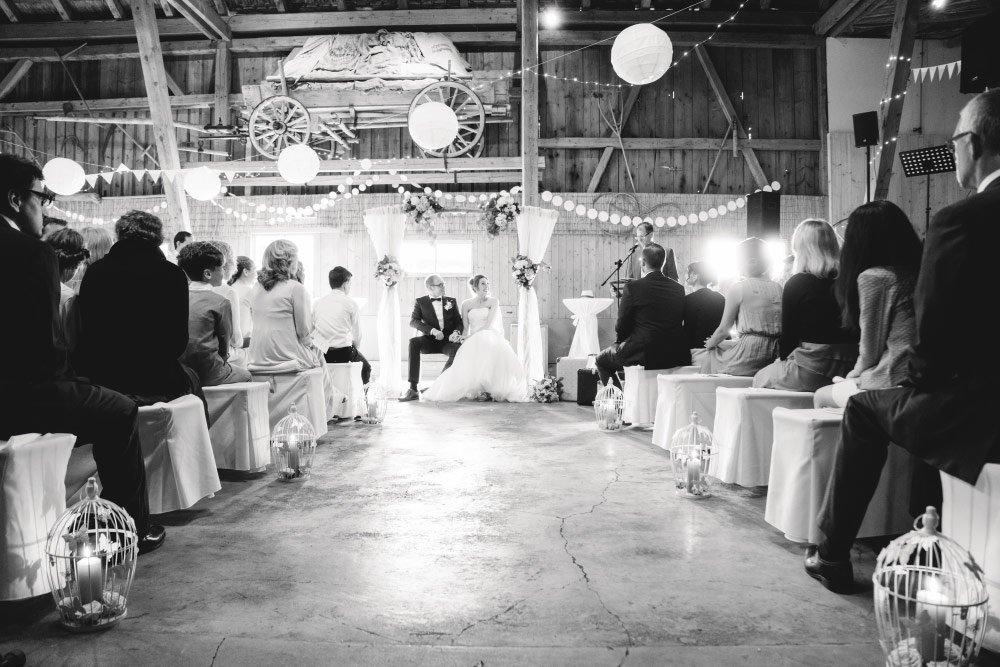 Die freie Trauung in der Scheune – Vintage in Pastelltönen: Die Hochzeit von Jennifer & Philipp