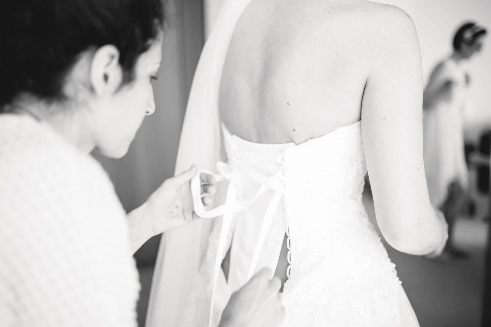 Brautkleid schnüren – Vintage in Pastelltönen: Die Hochzeit von Jennifer & Philipp