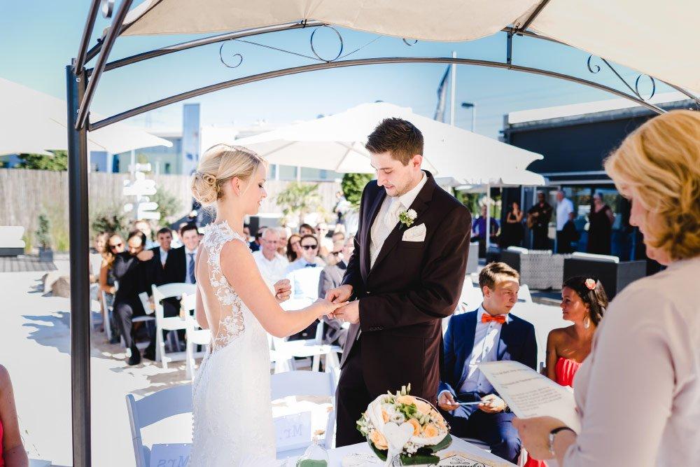 Eine-Hochzeit-mit-Beach-Flair-und-BBQ-Grillbuffet-10