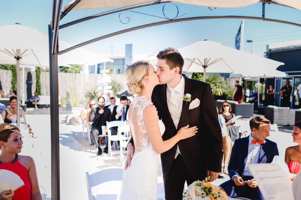 Eine-Hochzeit-mit-Beach-Flair-und-BBQ-Grillbuffet-11