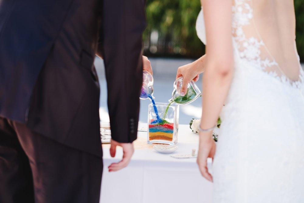 Sandzeremonie bei der freien Trauung / Hochzeit mit gefärbten Sand