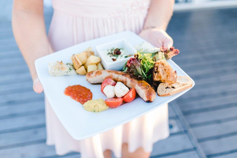 Eine-Hochzeit-mit-Beach-Flair-und-BBQ-Grillbuffet-26