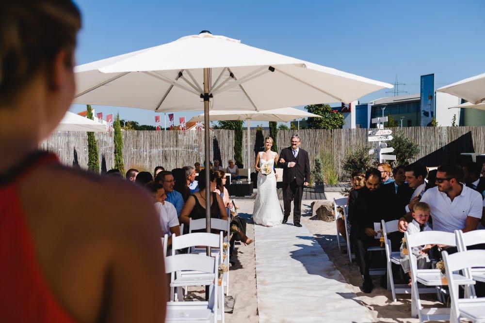 Eine-Hochzeit-mit-Beach-Flair-und-BBQ-Grillbuffet-7