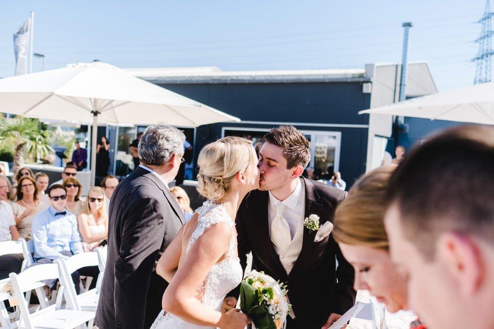 Eine-Hochzeit-mit-Beach-Flair-und-BBQ-Grillbuffet-8