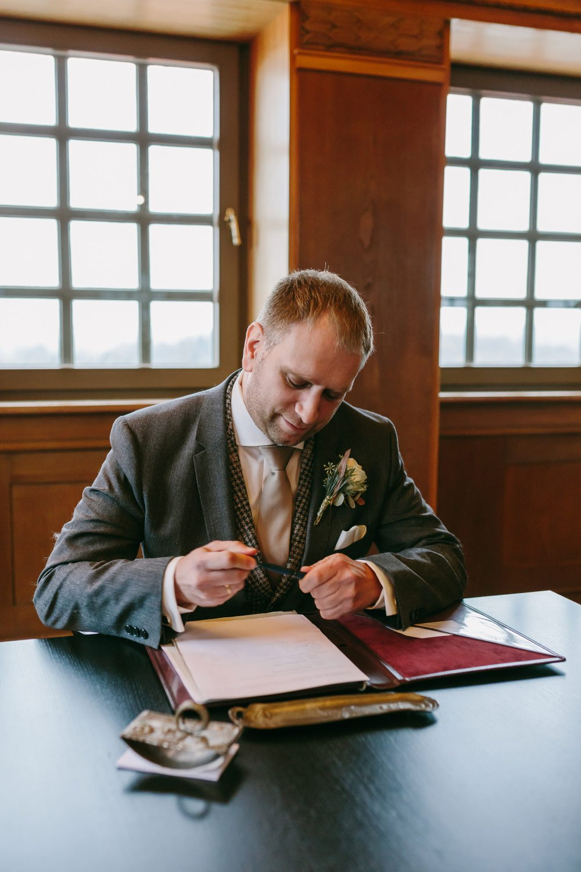 Die-Winter-Hochzeit-von-Johanna-und-Ronny-mit-Hochzeitsfotografin-Irene-Fiedler-29