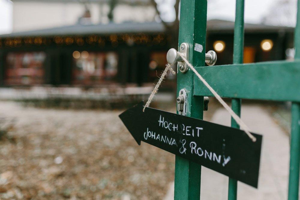 Die-Winter-Hochzeit-von-Johanna-und-Ronny-mit-Hochzeitsfotografin-Irene-Fiedler-35