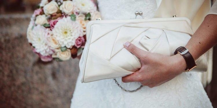 Clutch für die Braut am Tag der Hochzeit
