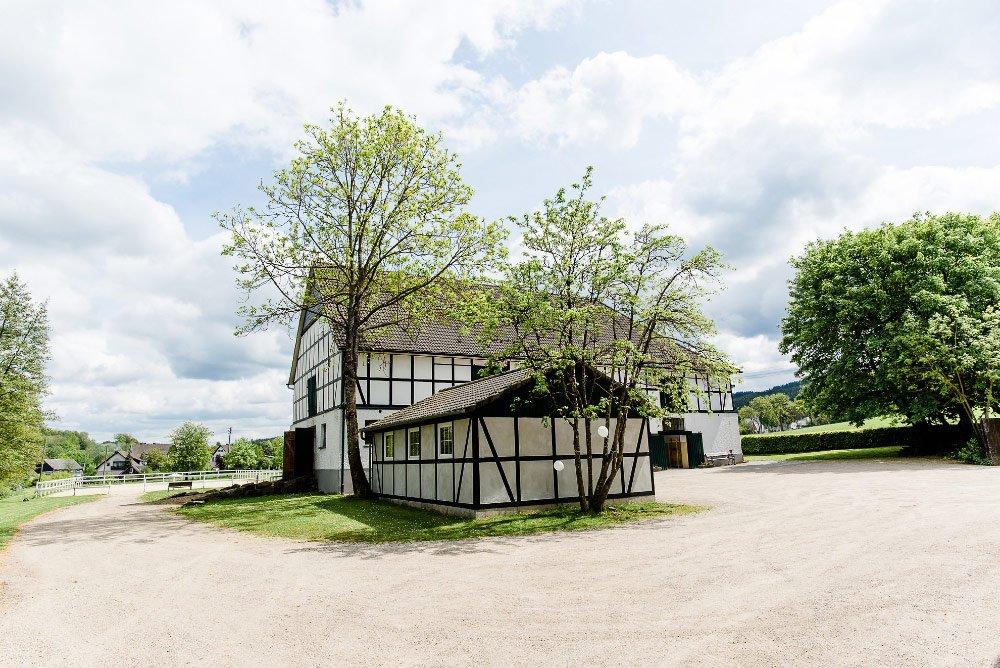 Die-Scheunenhochzeit-von-Anni-und-Philipp-in-Mecklinghausen-28