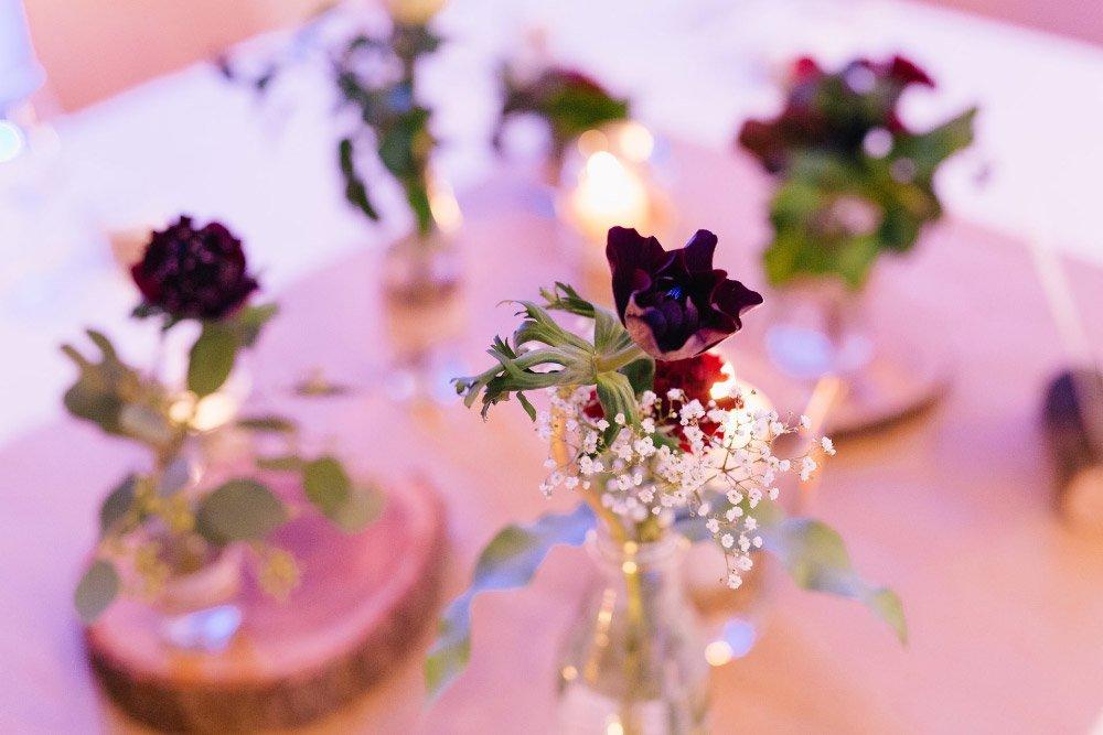 Die Tischdeko bei der winterlichen Hochzeit von Vanessa und Florian mit Vintage Flair