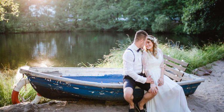 Barfuß am Strand – Die Hochzeit von Anna-Marie und Benjamin