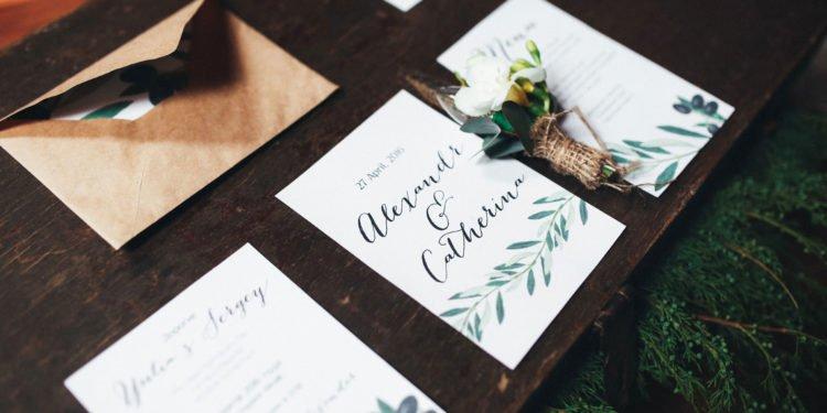 Die 10 besten Anbieter für Hochzeitseinladungen und Hochzeitskarten
