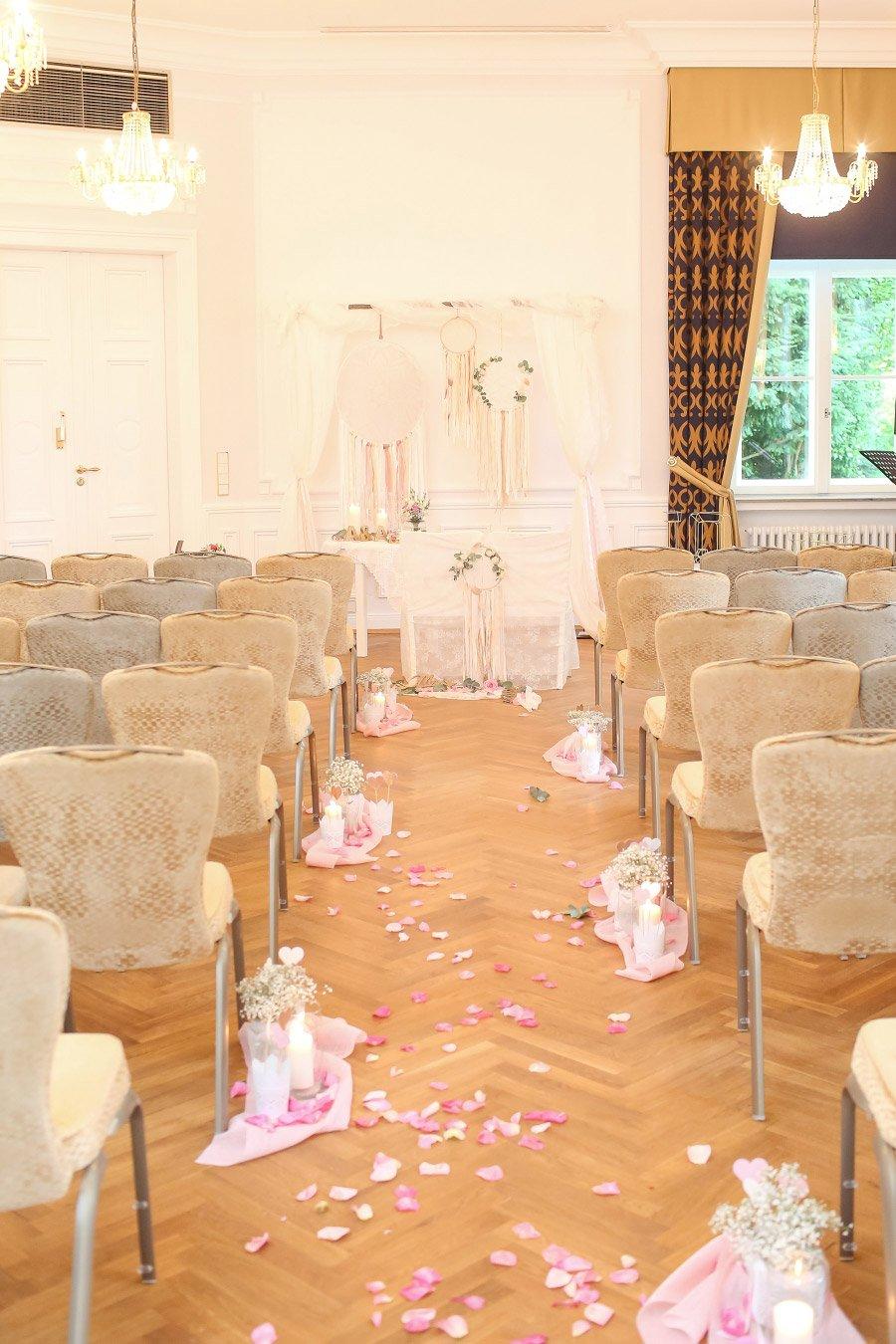 Die-traumhafte-Hochzeit-in-Schloss-Ovelgoenne-von-Anni-und-Andreas-51