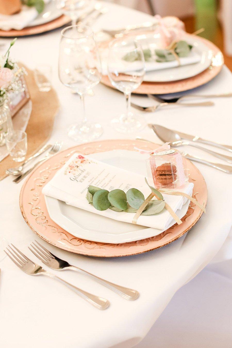 Platzset bei der Hochzeit