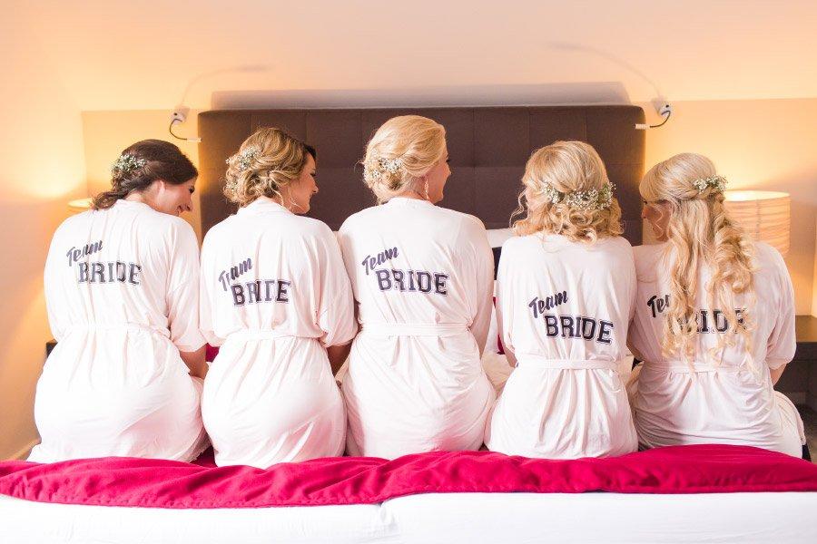 Bedruckte Bademändel für das Team Bride und der Braut