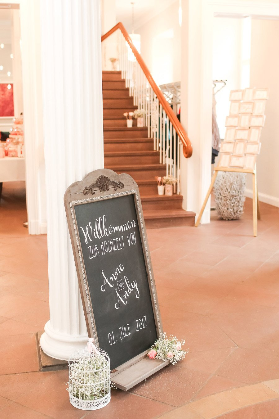 Tafel als Willkommensschild bei der Hochzeit