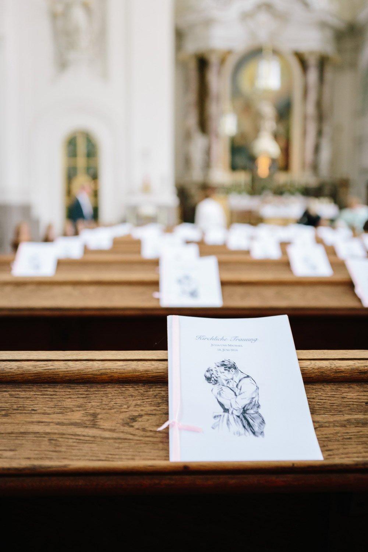 Kirchliche-Hochzeit-in-der-Kaasgrabenkirche-mitten-in-Wien-16