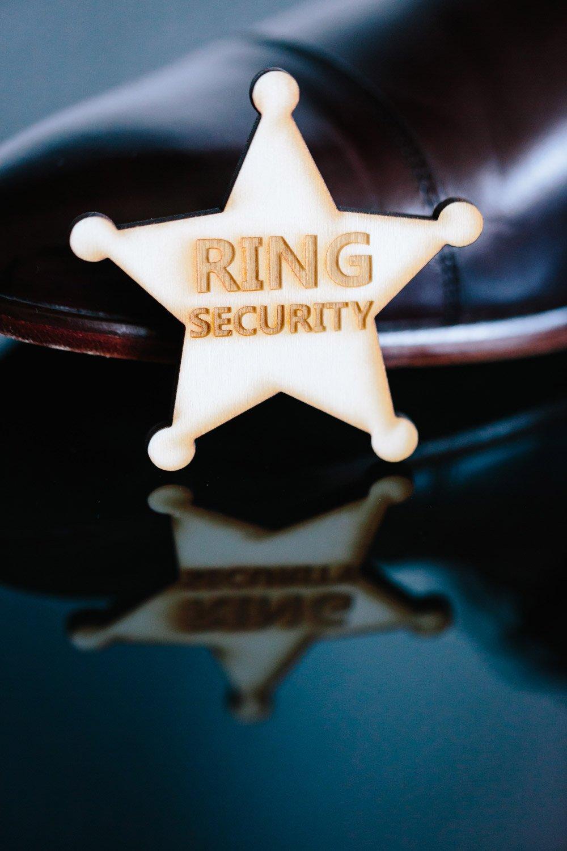 Ring Security Stern aus Holz für den Ringjungen