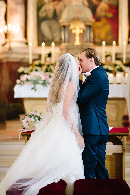 Kirchliche-Hochzeit-in-der-Kaasgrabenkirche-mitten-in-Wien-22