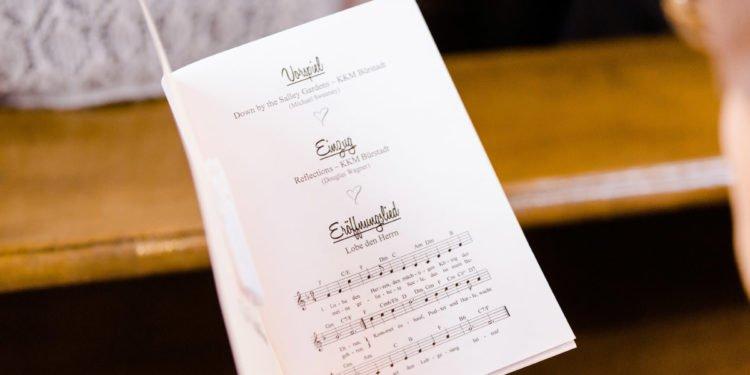 Kirchenheft für die Hochzeit: personalisiert und passend zur Papeterie