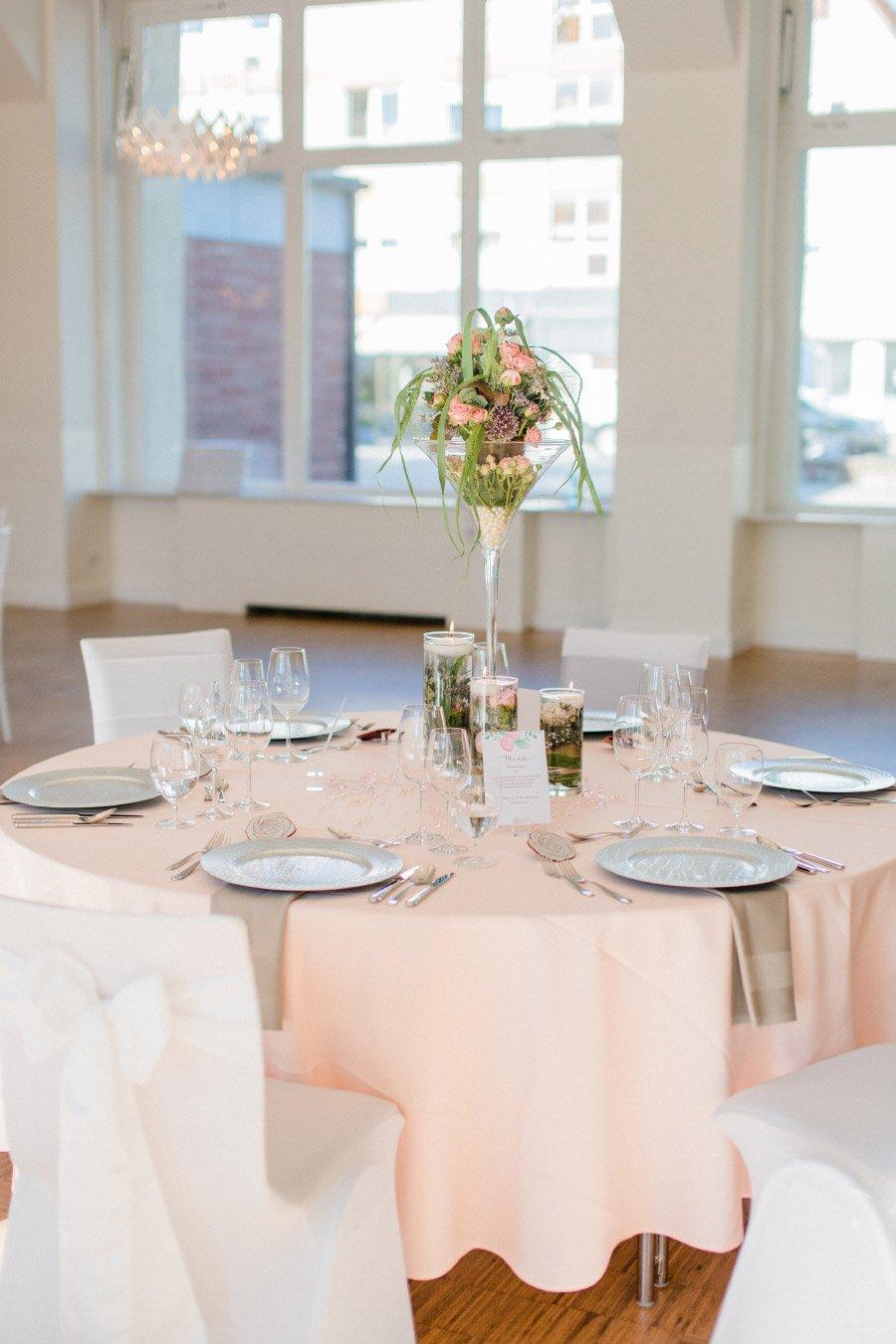 Tischdeko in rosé und weiß