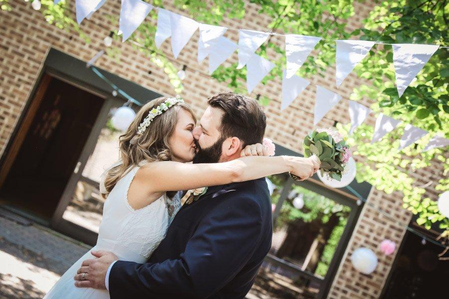 Hof-Hochzeit-von-Nicolina-und-Juergen-mit-freier-Trauung-13