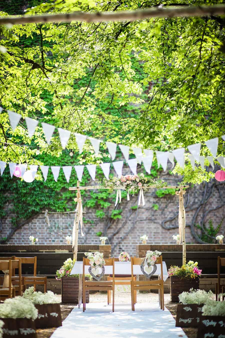 Die Hof-Hochzeit von Nicolina & Jürgen mit freier Trauung. Fotografiert von Oh. What a Day - Wedding Photography