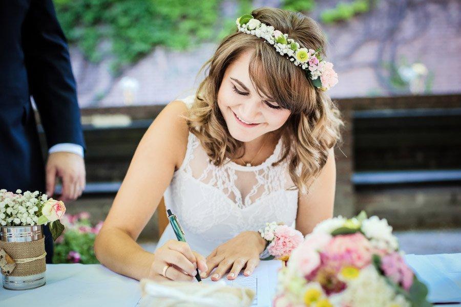 Hof-Hochzeit-von-Nicolina-und-Juergen-mit-freier-Trauung-22