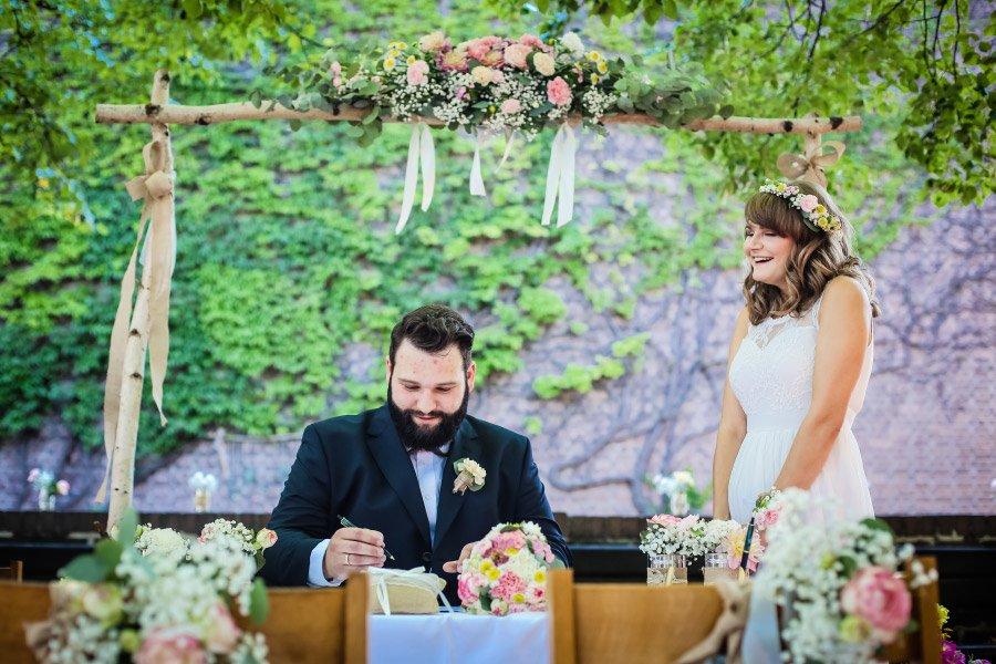 Hof-Hochzeit-von-Nicolina-und-Juergen-mit-freier-Trauung-23