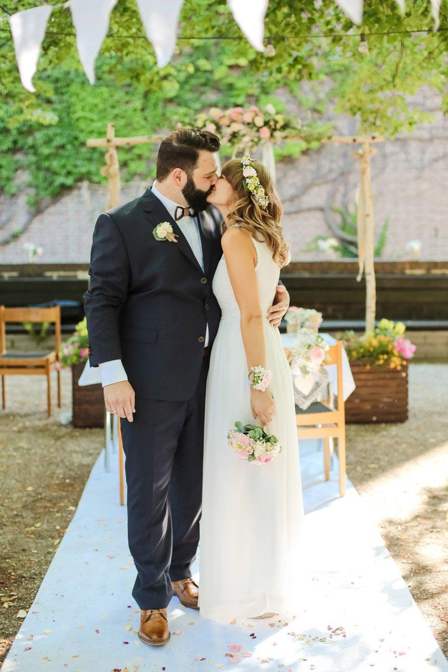 Hof-Hochzeit-von-Nicolina-und-Juergen-mit-freier-Trauung-27