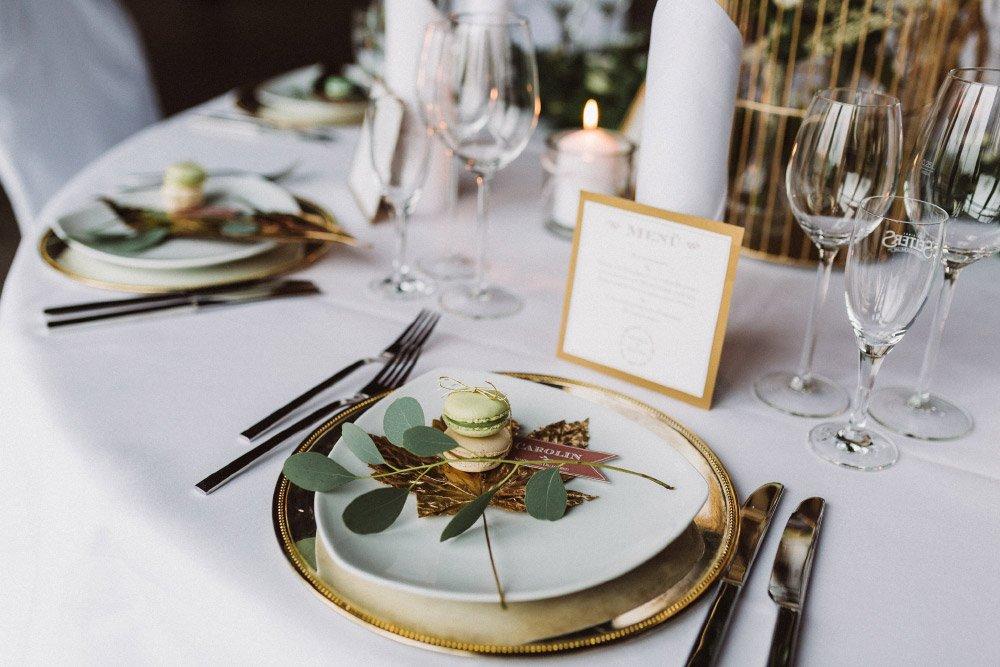 Wintermaerchen-Eine-Hochzeit-in-Gold-Gruen-und-Marone-10