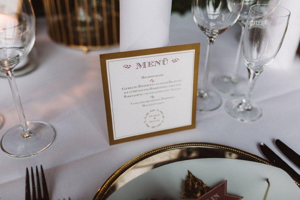 Wintermaerchen-Eine-Hochzeit-in-Gold-Gruen-und-Marone-12