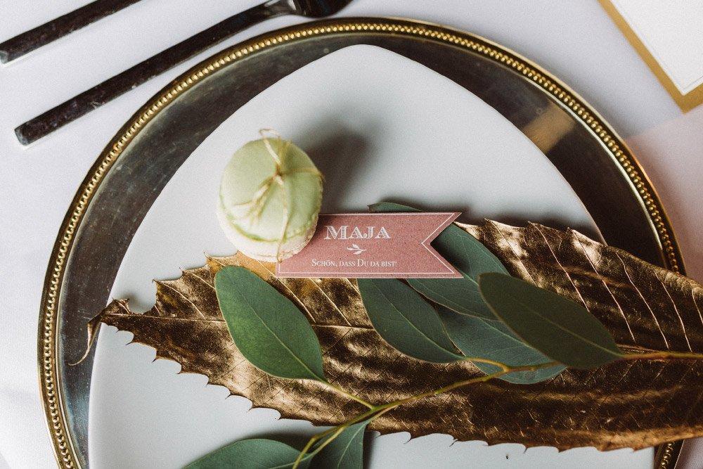 Wintermaerchen-Eine-Hochzeit-in-Gold-Gruen-und-Marone-13