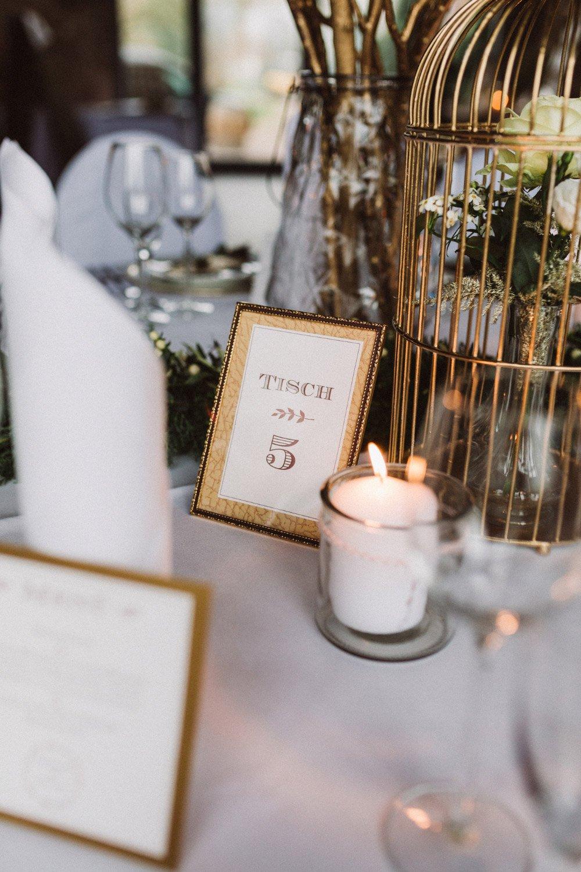 Wintermaerchen-Eine-Hochzeit-in-Gold-Gruen-und-Marone-14
