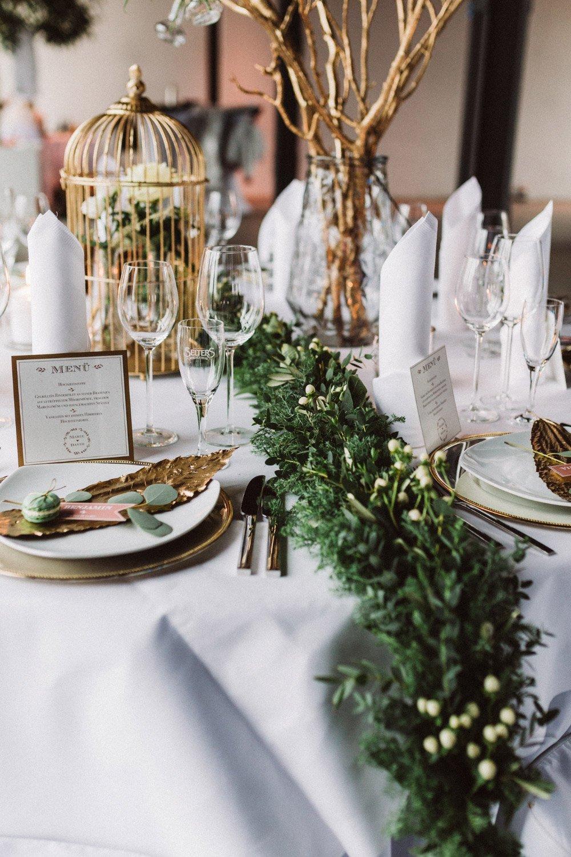 Wintermaerchen-Eine-Hochzeit-in-Gold-Gruen-und-Marone-15