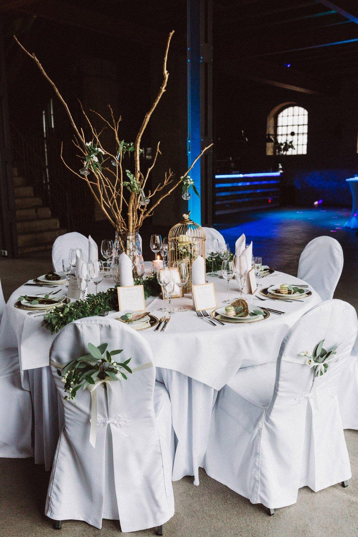 Wintermaerchen-Eine-Hochzeit-in-Gold-Gruen-und-Marone-16