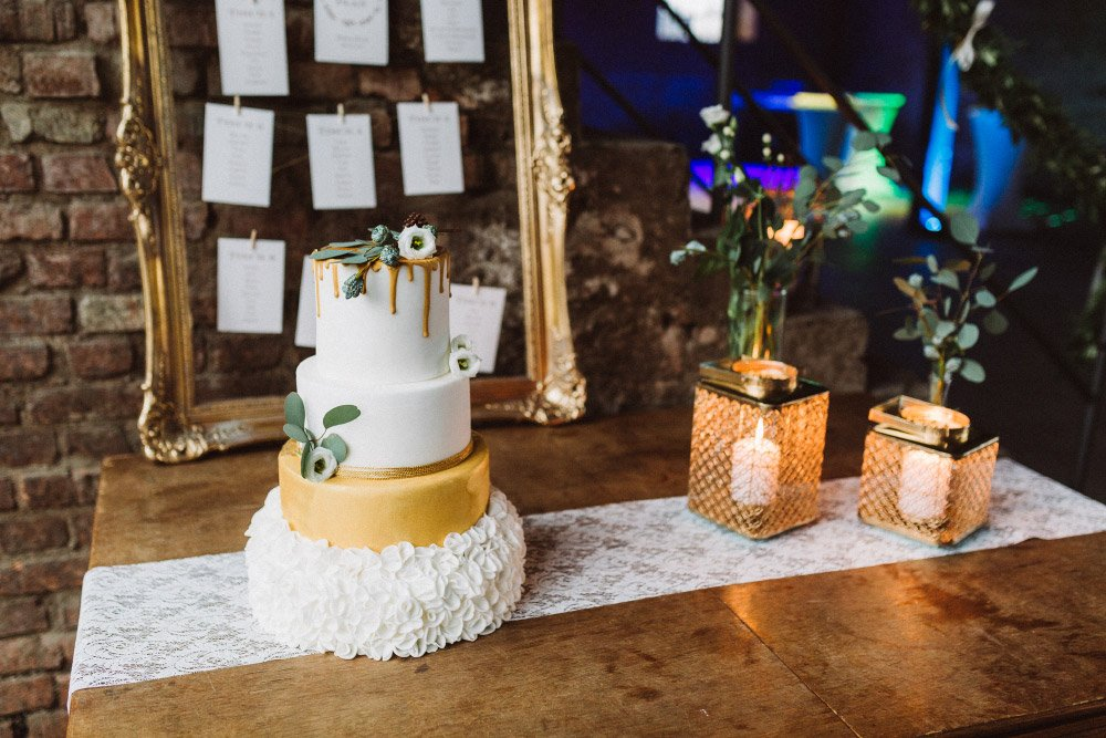 Wintermaerchen-Eine-Hochzeit-in-Gold-Gruen-und-Marone-21