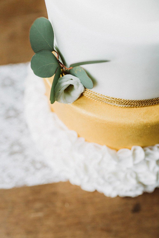 Wintermaerchen-Eine-Hochzeit-in-Gold-Gruen-und-Marone-22