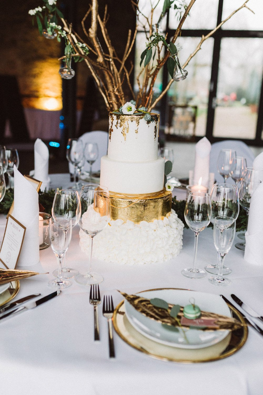 Wintermaerchen-Eine-Hochzeit-in-Gold-Gruen-und-Marone-24