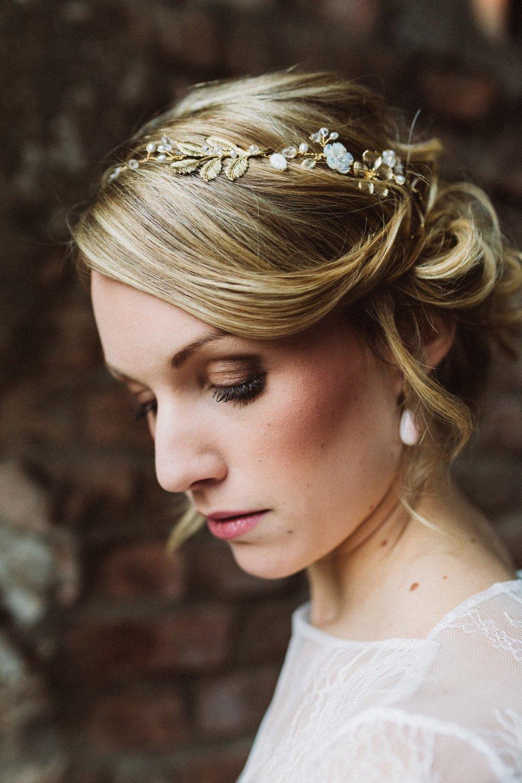 Wintermaerchen-Eine-Hochzeit-in-Gold-Gruen-und-Marone-28