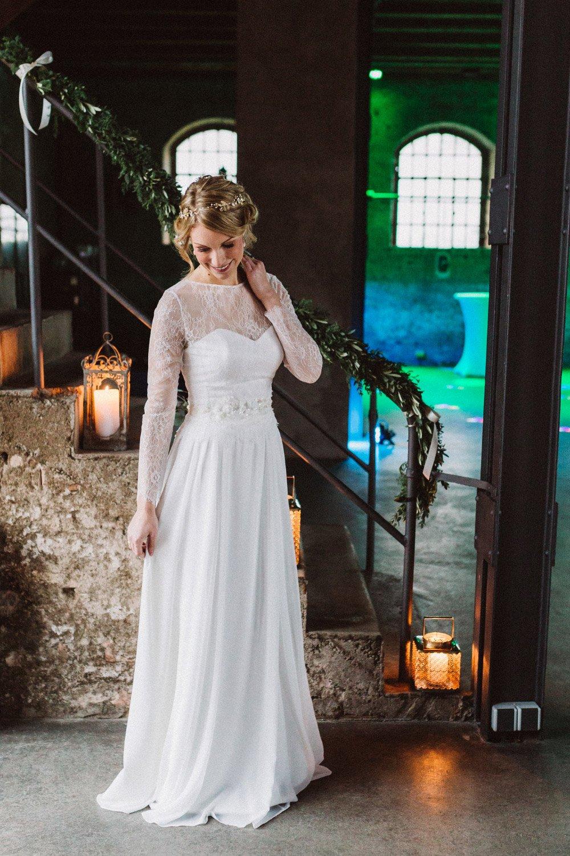 Wintermaerchen-Eine-Hochzeit-in-Gold-Gruen-und-Marone-29