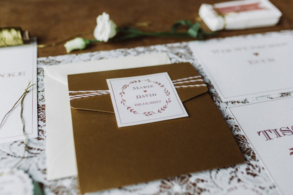 Wintermaerchen-Eine-Hochzeit-in-Gold-Gruen-und-Marone-5