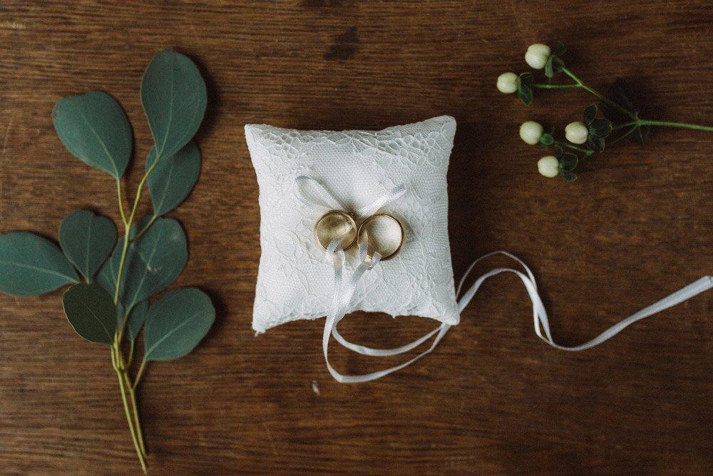 Wintermaerchen-Eine-Hochzeit-in-Gold-Gruen-und-Marone-7