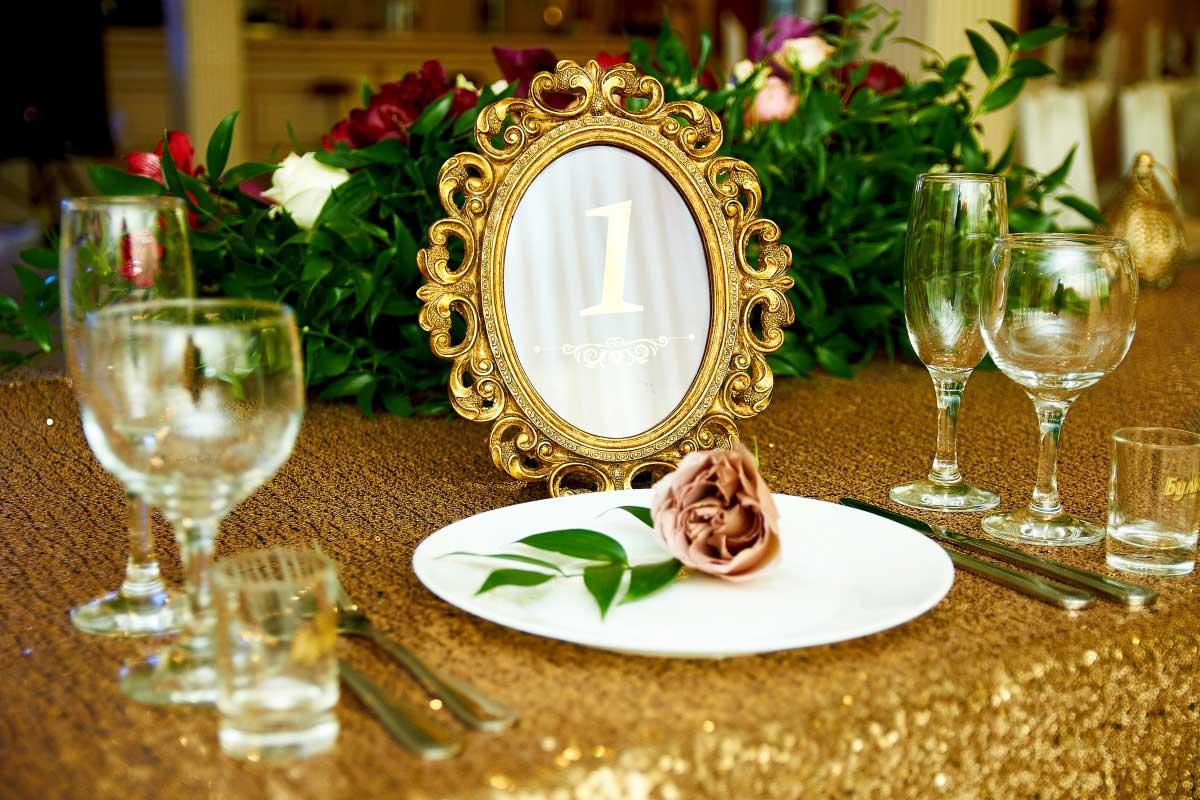 DIY-Tischdekoration & kreative Hochzeitsaufsteller aus Acrylglas