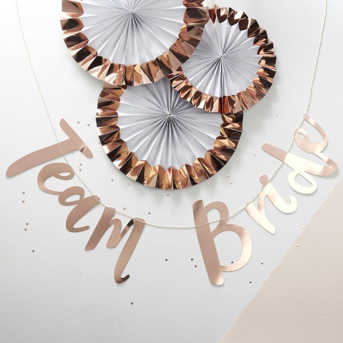 Girlande Team Bride: Die perfekten Accessoires für euren Junggesellinnenabschied / JGA