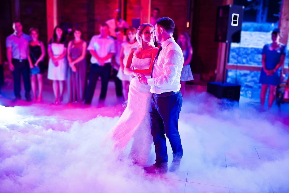 40 unglaublich romantische Songs, die ihr bei der Hochzeit spielen könnt