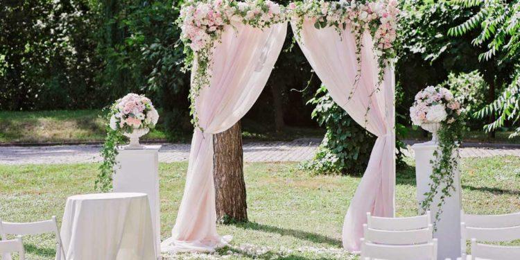 30 Beispiele für euren Hochzeits-Backdrop