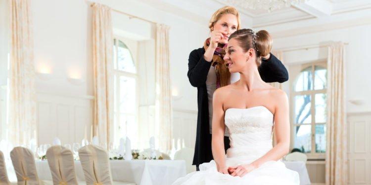 Haarschmuck in Roségold für die Braut am Tag der Hochzeit