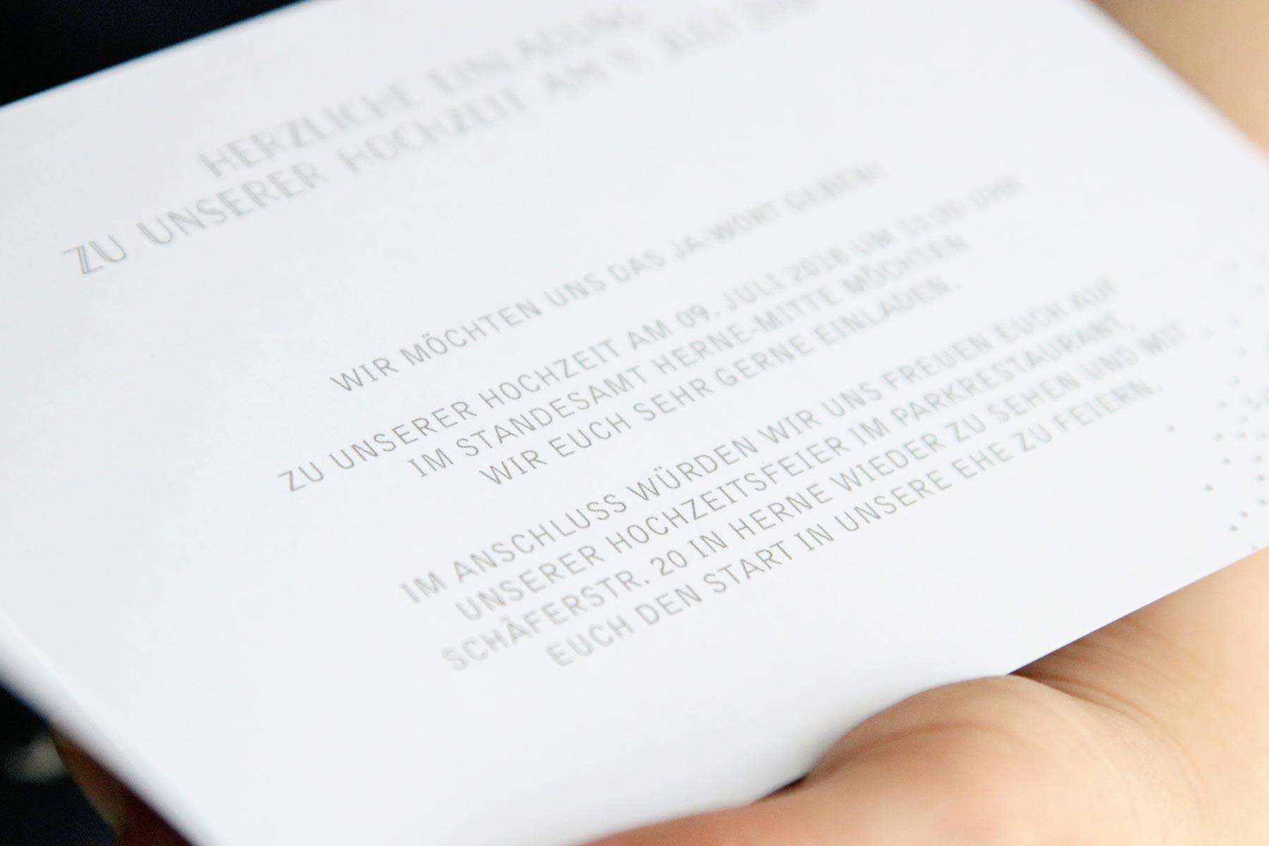 Premium Karten mit Druckveredelung zur klassischen Hochzeit von der kartenmacherei